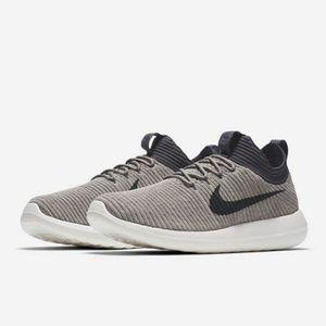 NWT Nike Roshe Two Flyknit V2 Running Shoe